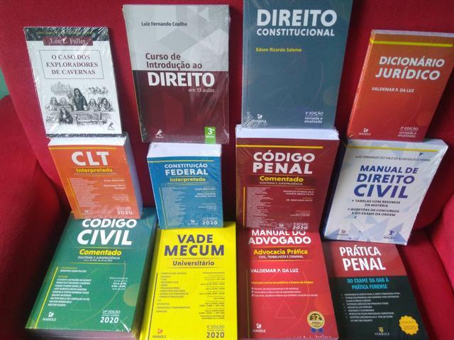 Vendo coleção de livros de Direito