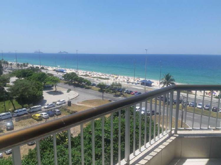Apto 1 quarto com varanda, na Barra em frente à praia.