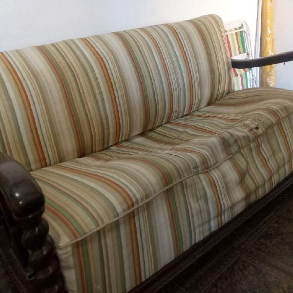 Sofá e poltronas em madeira de lei