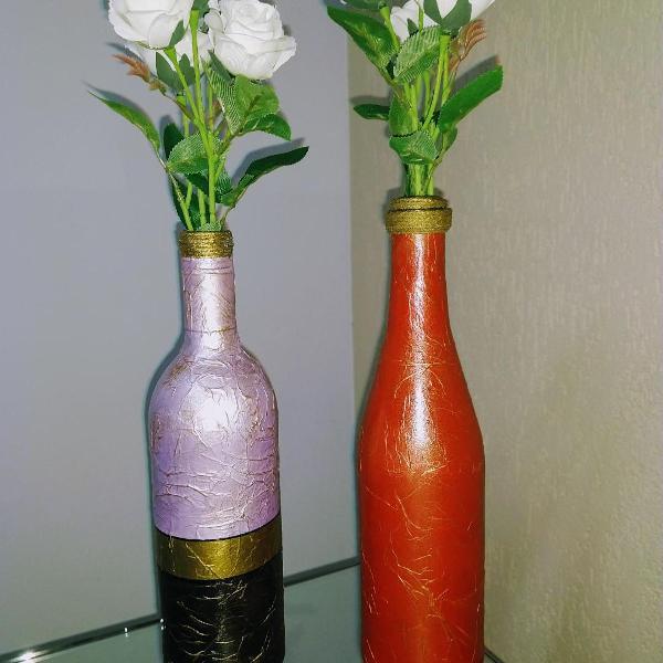 conjunto garrafas decorativas detalhes dourado e envelhecido