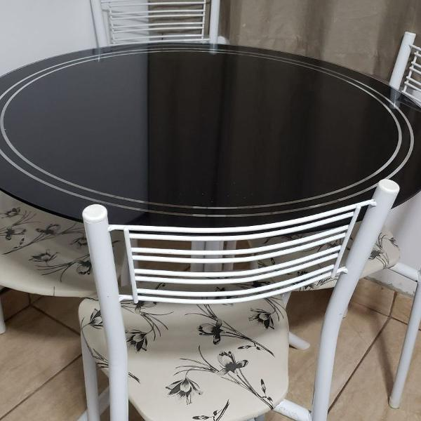 mesa de vidro redonda com 4 cadeiras