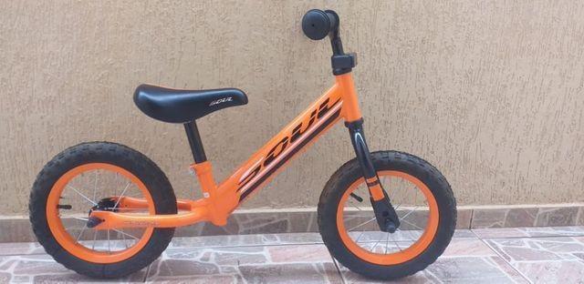 Bicicleta infantil de equilibrio sem pedal