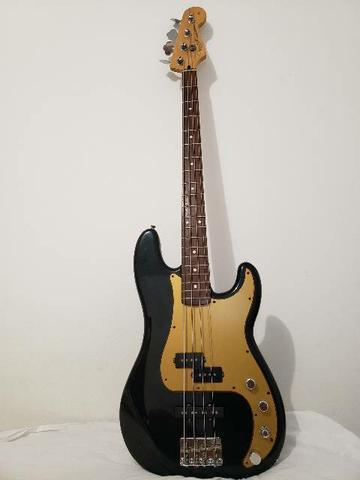 Baixo Fender Precision Bass Special Deluxe