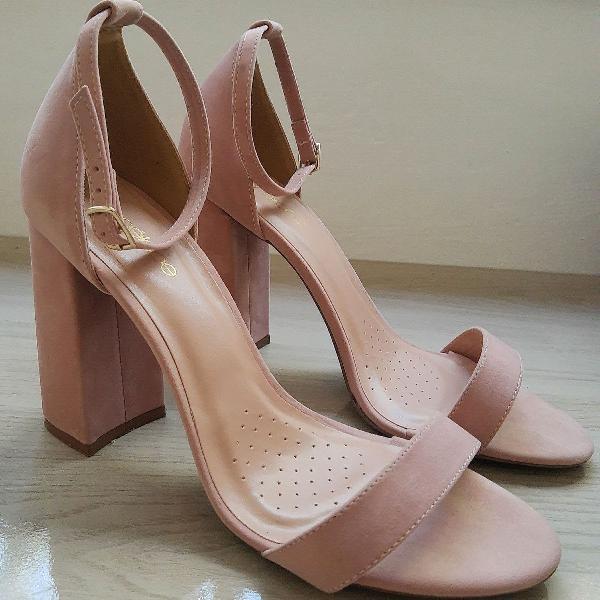 Sandália salto grosso veludo rosé