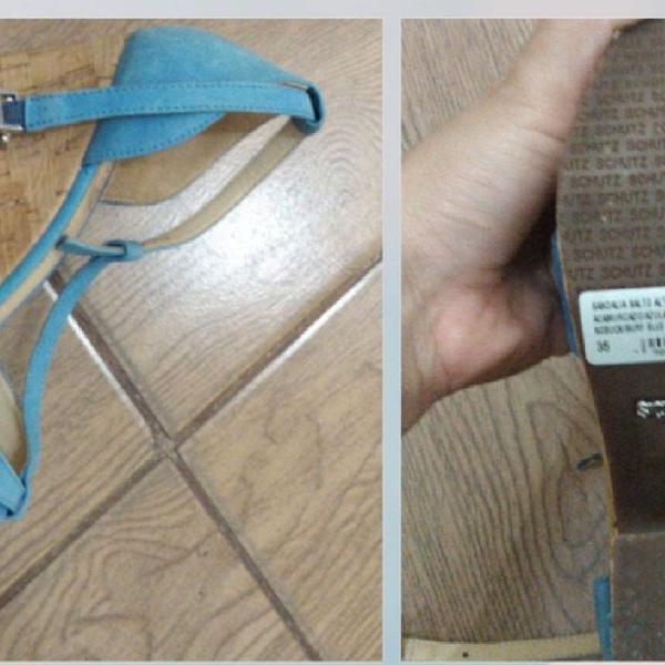 sandália Schutz salto rolha