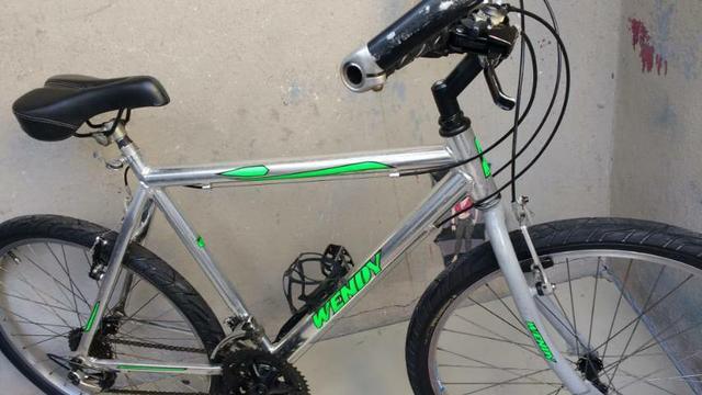 Bicicleta aro 26 Wendy de Alumínio 18 marchas semi nova