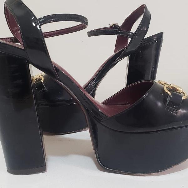 sandália salto grosso preta