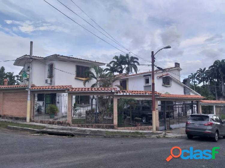 (1.450 M2) DOS CASAS EN UNA MISMA PARCELA. COLINAS DE