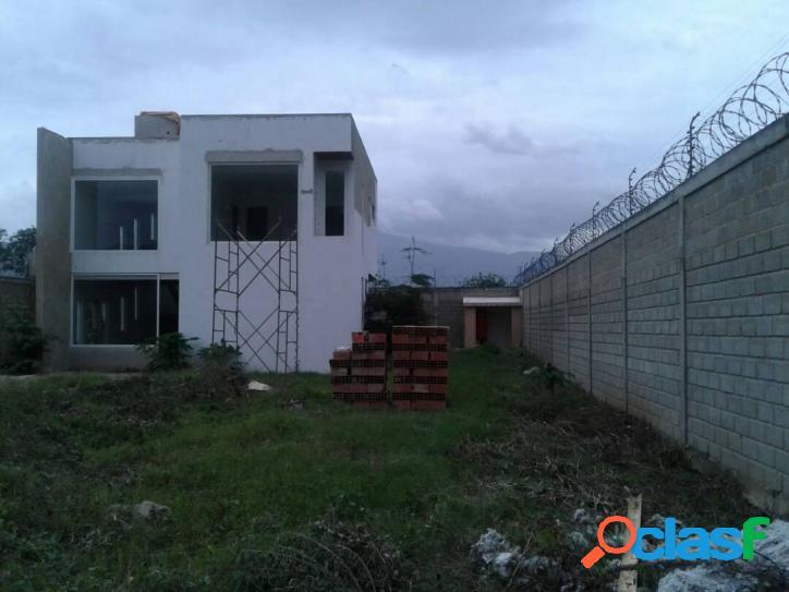 1156 M2. Bella, Amplia Y Cómoda Casa En Venta En Maco Maco,