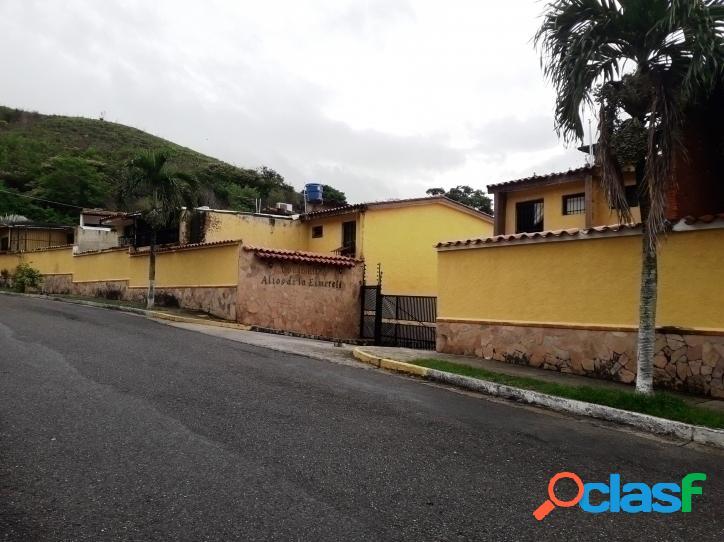 120 m2 Town House en Venta en Altos de la Esmeralda en San