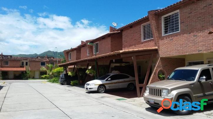 130 M2. Venta de Townhouse en Villa Jardin San Diego Edo