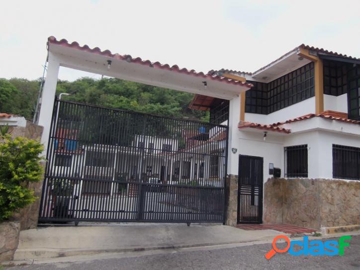 159 M2. Amplia Casa en venta en Urb La Esmeralda de San