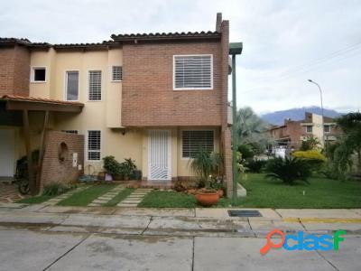 160 M2. Venta de Townhouse Villa Jardin. San Diego
