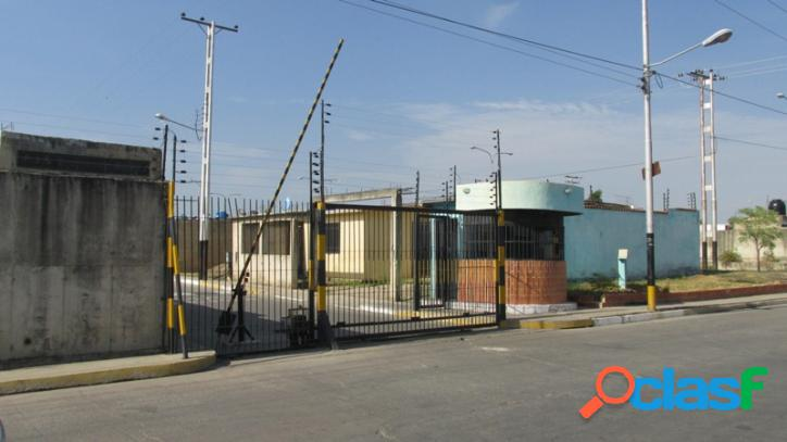 169 M2. Venta de Casa en Buenaventura en conjunto cerrado