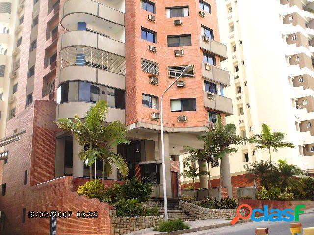 180 M2. Venta de amplio Apartamento en El Bosque Valencia.