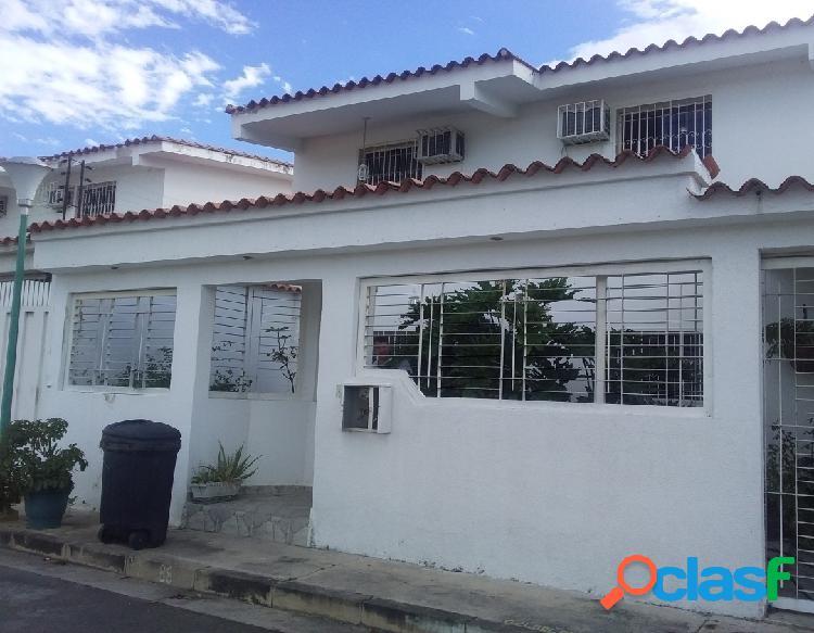 220Mts2 Venta de hermosa Casa en Maracay edo aragua conjunto