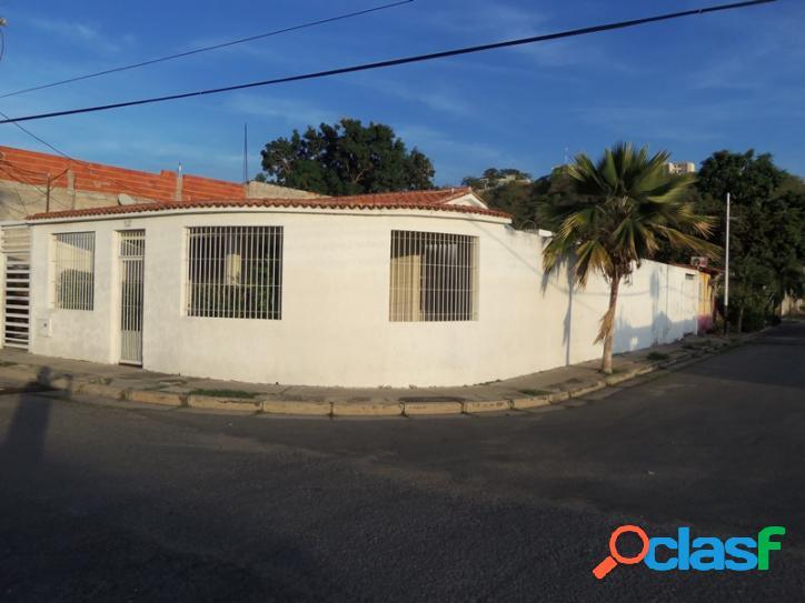 229 M2. Casa en venta en San Joaquin