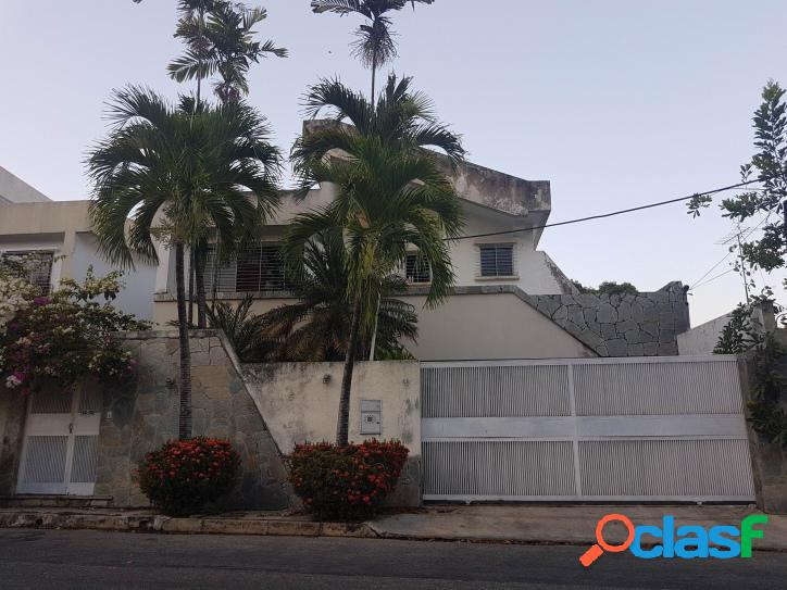 233 M2. En Venta Espectacular Casa Quinta en Agua Blanca -
