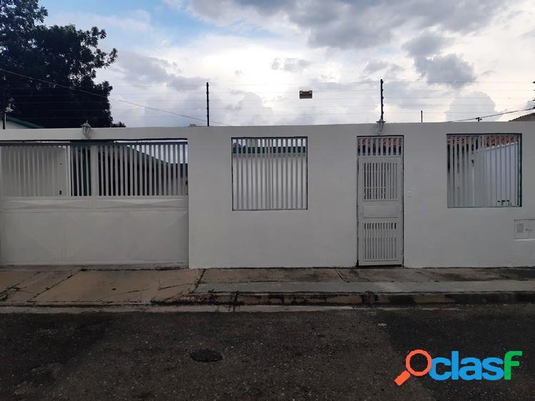 280 M2 Amplia y Linda Casa semi-amoblada en Venta en La