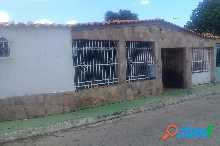 319 M2. Bella, Amplia y Cómoda Casa en Venta en Paraparal,