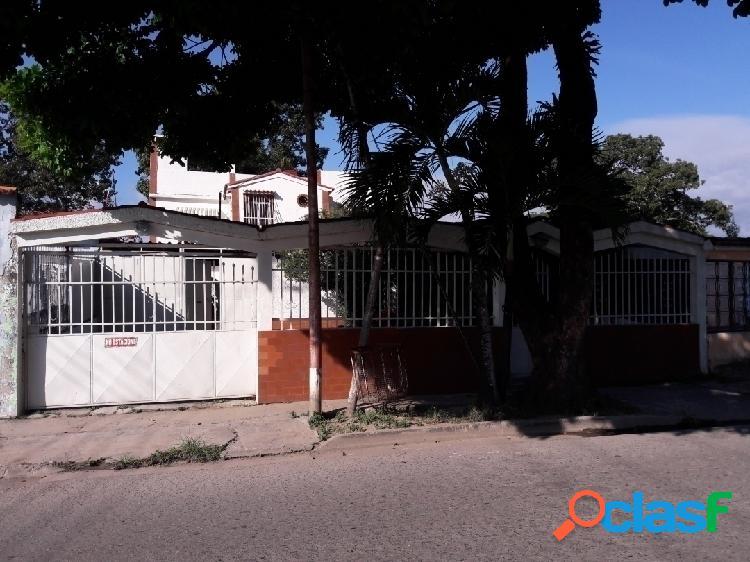 346m2 Casa en Venta en Urb. Parque Valencia