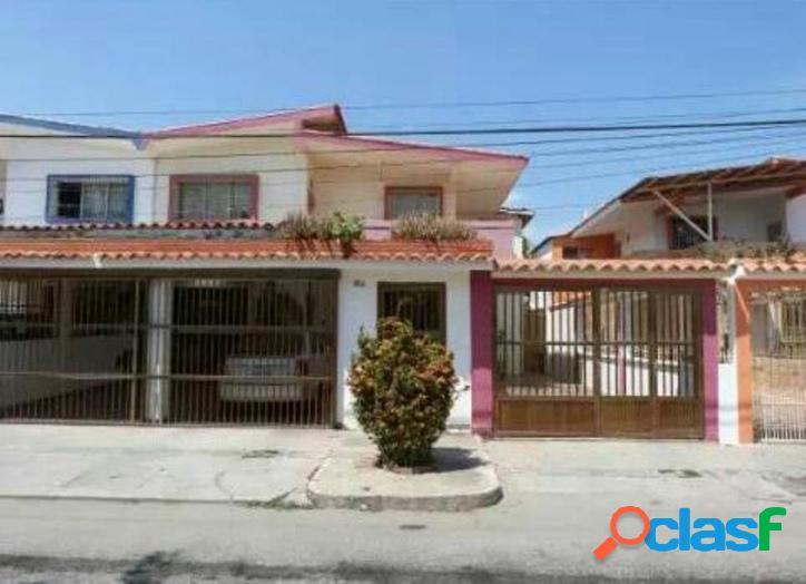 349 M2. En Venta apartamento en Urbanización Cumboto Norte