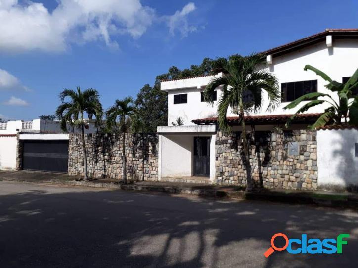 380 M2. Casa En Venta En Urb. Colinas De Guataparo
