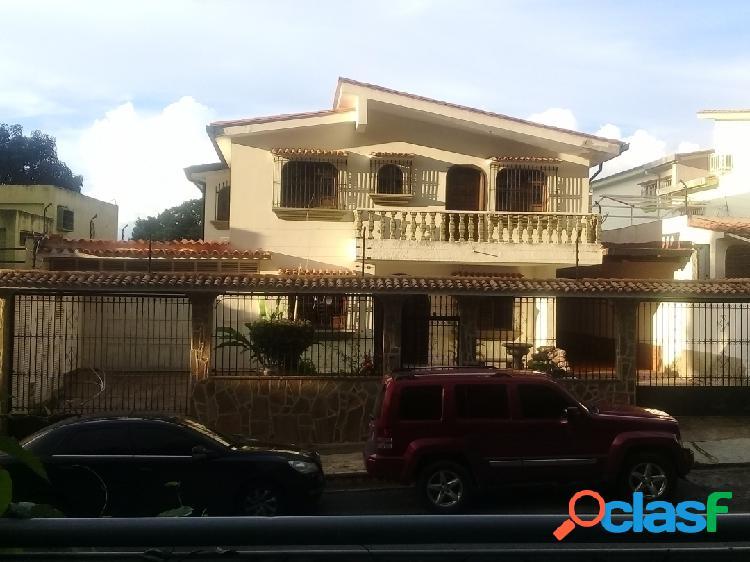 387m2 En Venta hermosa Casa de dos Plantas, en Las Chimeneas