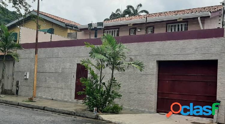392 mts.2 Espectacular Casa en venta en Urb. Trigal Norte.