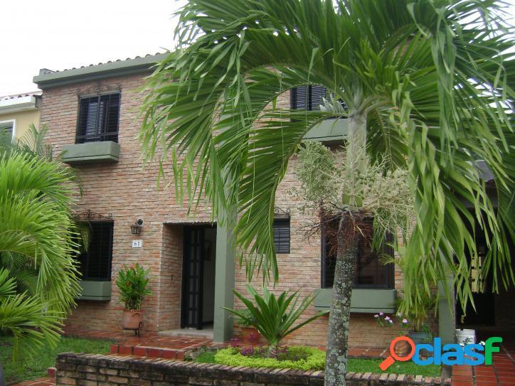 400 M2. Venta de casa Urb. Parque Mirador El Bosque Valencia