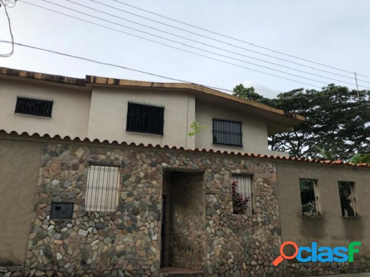 455 M2. Venta De Casa en Urb Rotafe Naguanagua