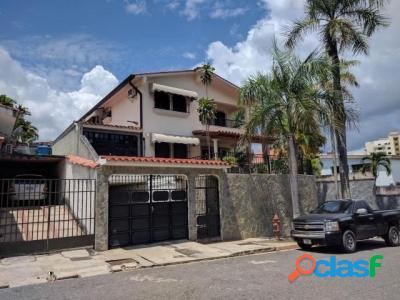 500 M2. Hermosa Casa Quinta en Venta en Terrazas de los