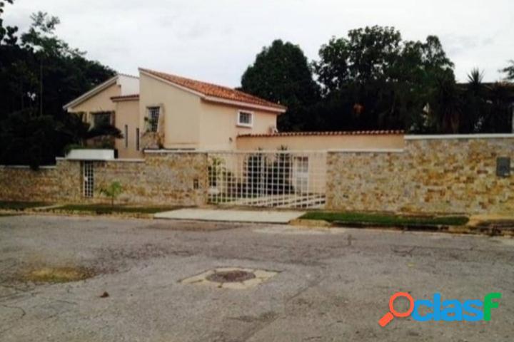 657 M2. Casa en venta en la Urb. El Parral