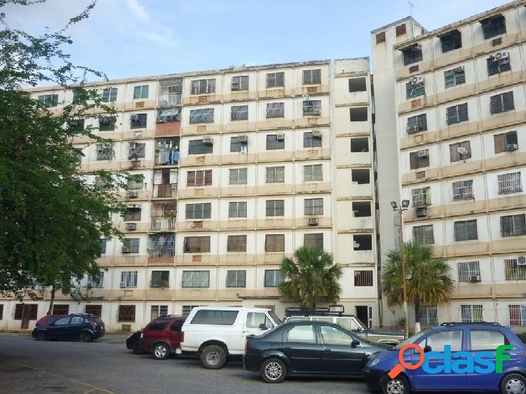 74 m². Apartamento en venta en Los Tulipanes, Paraparal.