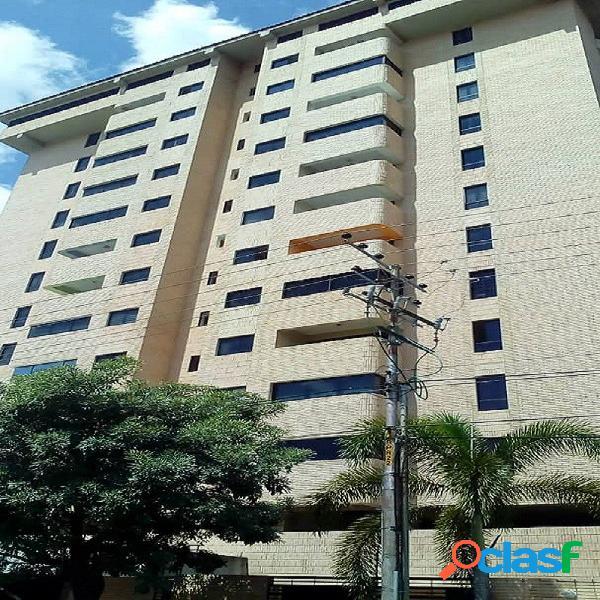 81 M2. Amplio y bello apartamento ubicado en Mañongo.
