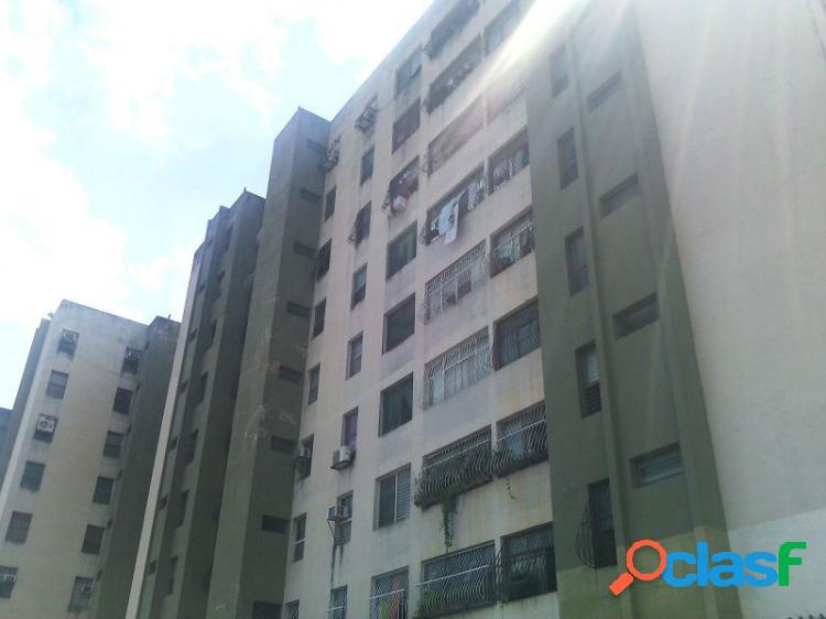 90 Mts Venta de confortable apartamento Res. los Pinos