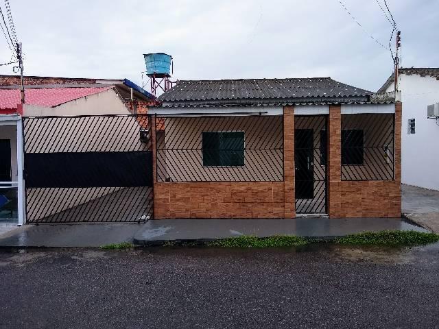 Alugo casa em condomínio fechado no Flores