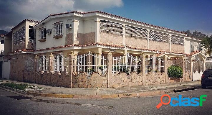 Amplia y Bella Casa en Venta en El Cafetal, Naguanagua