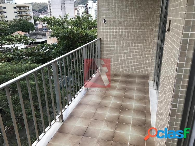 Apartamento 2 quartos, suíte, varanda e vaga no Grajaú -