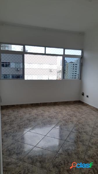 Apartamento de 2 dormitórios em Santos na encruzilhada.