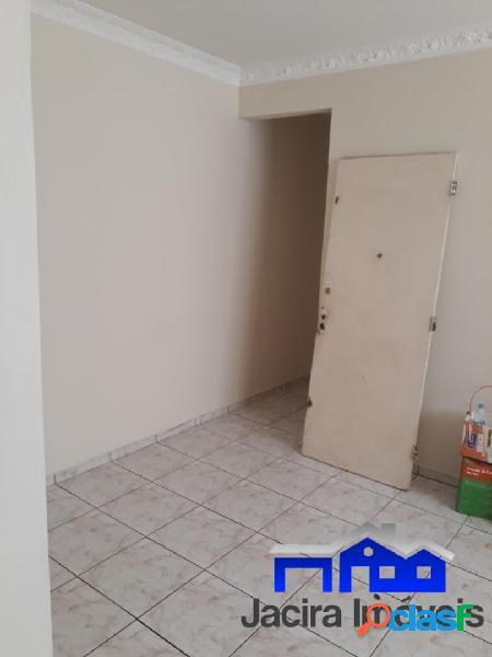 Apartamento no Marapé com 2 dormitórios e garagem coletiva
