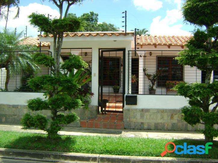 Casa en Venta en Los Guayabitos hejjj Naguanagua 350m2