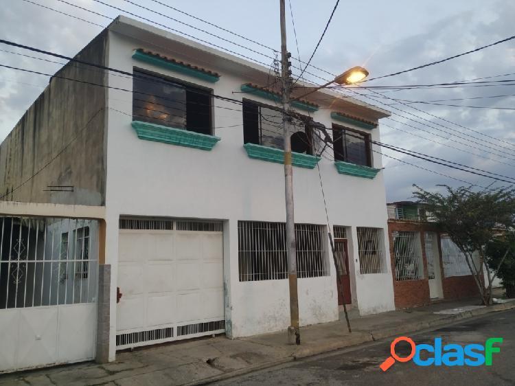 Casa en venta en Tocuyito Urbanización Los Cardones 166