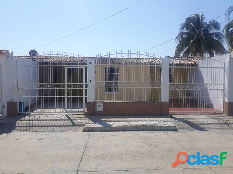 En venta Bella Casa en San Joaquín