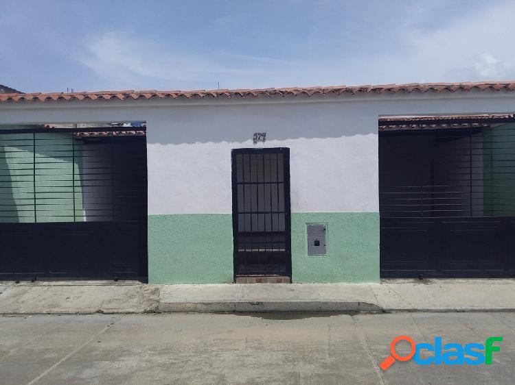 Se Vende bella casa a Remodelar urb Los Palos Grandes II