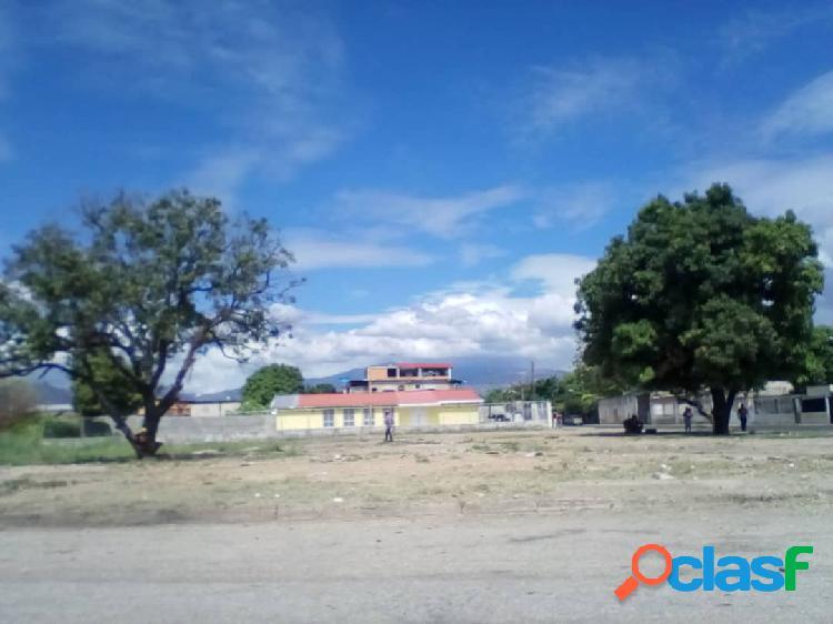 Se vende terreno de 8300m2 en Guacara