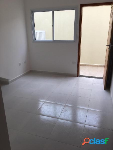 Sobreposta alta nova de 2 dormitórios em São Vicente vila