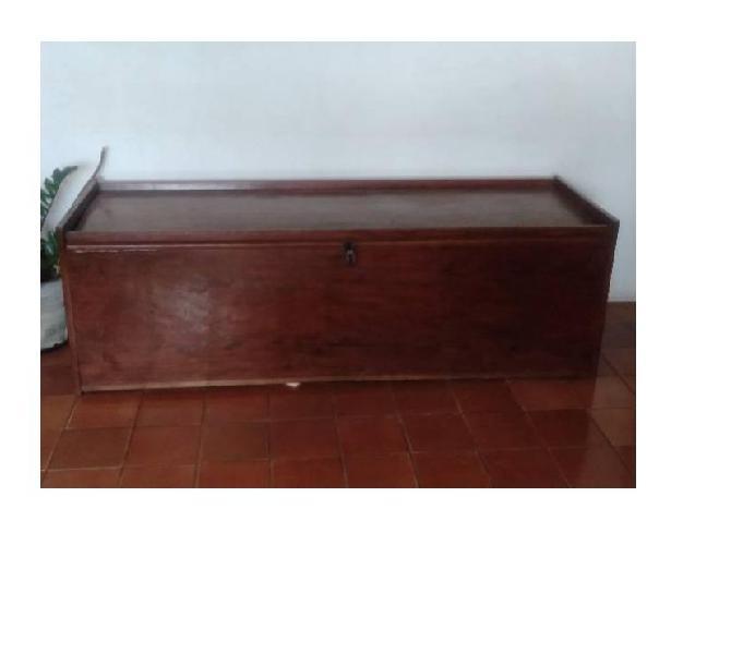 Baú rustico em madeira de lei