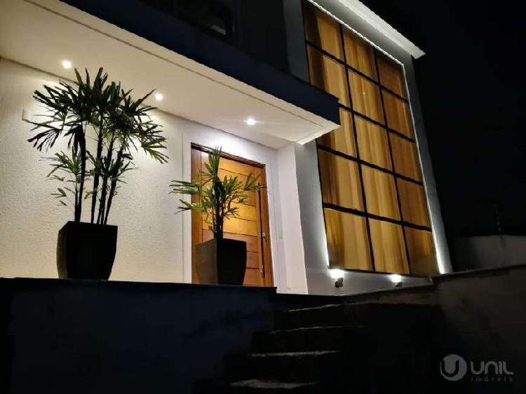 Casa Alto Padrão em condomínio fechado com 4 quartos