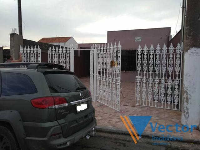 Casa a venda localizada no bairro Jordanopólis em